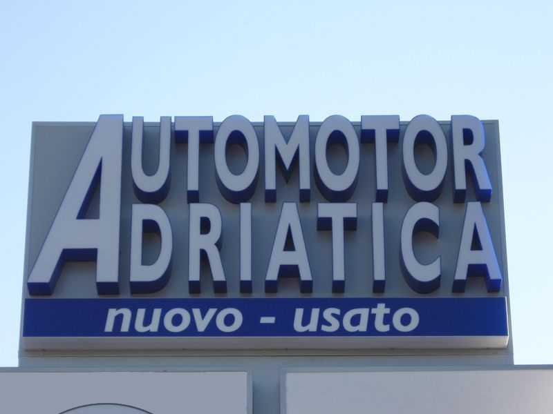 centro revisioni auto e moto.